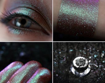 Eyeshadow: Аccepting Star Bath - Dragonblood.  From greenish-turquoise to pinkish-brown prismatic eyeshadow by SIGIL inspired.