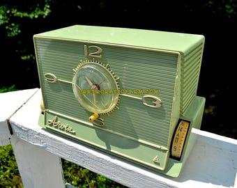 GREEN OLIVE Mid Century Retro Jetsons 1959 Arvin 5591 Tube AM Clock Radio Unique Style!