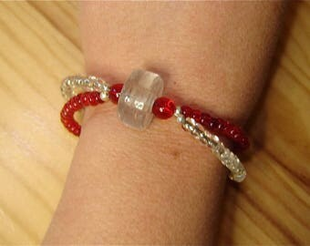 Translucent red and white bracelet uniquely well! MAPERLE