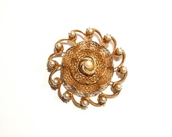 Beautiful Vintage GOLD Mesh BROOCH/Pin W/Faux PEARLS