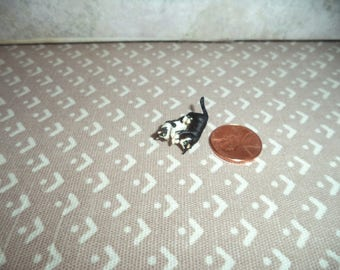 1:12 scale Dollhouse Miniature playing kittens