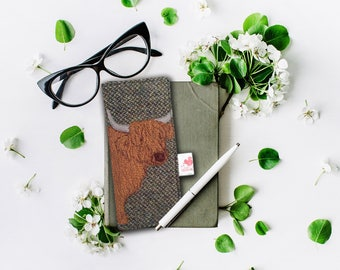 Highland Cow glasses case - green Harris Tweed - glasses case - spectacles case - sunglasses case- highland cow = Scottish gift
