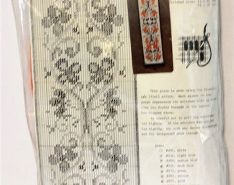 """Vintage Bell Pull Kit Designed by Netah D Hanson Size 7.5"""" x 32"""""""