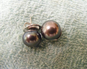 11mm black pearls earrings fancy backs.