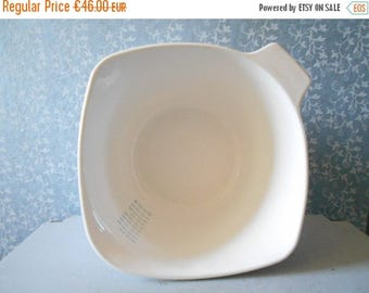 10 % SALE Large Pyroflam mixing bowl , 2 LITERS measuring or mixing bowl , Pyroflam corning ware blue. 60's milk glass dishes made in the Ne