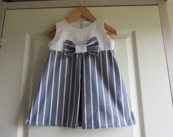 Small Chic dress for girls in white and grey with a bow (2-3 years)