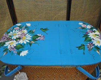 Vintage Hand painted, Daisies, rosebuds, & lilacs picnic basket