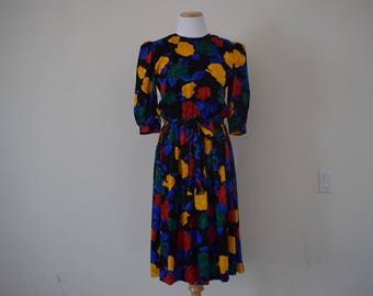 FREE usa Shipping Vintage Womens retro polyester dress / colorful abstract dress/ scoop neck/ silk/ three quarter sleeve/  1980's/ size 6