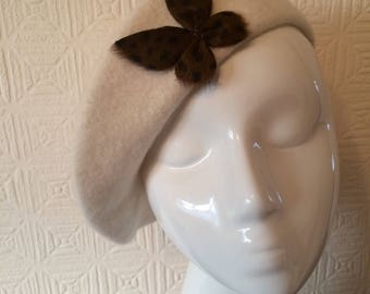 100% wool cream beret with spotted fur butterfly