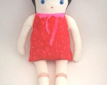 Emy, poupée en tissu et feutrine, modèle unique