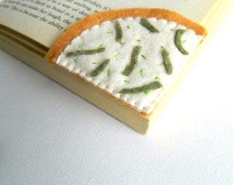 Felt Pizza Slice Bookmark, Felt Foods Bookmark, Felt Play Food, Corner Bookmark, Embroidered Bookmark, Back to school gift, Bookworm Gift