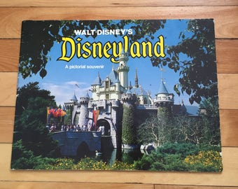 Vintage 1970s Walt Disney Disneyland Pictorial Souvenir Guide Book!