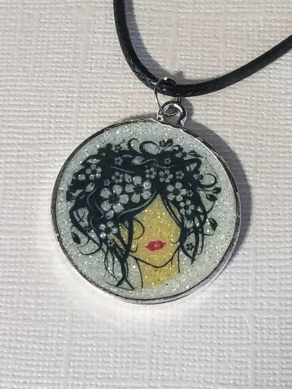 Fashionista Lady - glow in the dark necklace
