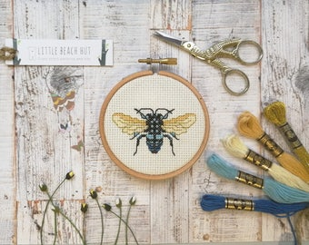 Beginners embroidery kit, embroidery fly, beginners cross stitch kit, cute small embroidery, beginners guide, DIY kit, cute cross stitch