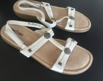 Minnetonka white leather strappy sandals 13 N