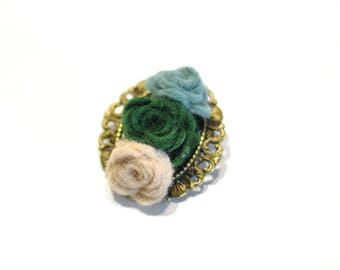 Succulent brooch in felt with classic style bronze brooch back / felt brooch / succulent brooch / Christmas gift ideas / stocking filler