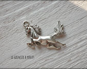 X 1 galloping horse charm