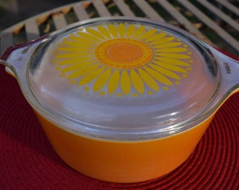 Pyrex Sunflower Daisy Casserole Ovenware 1-1/2 Pint