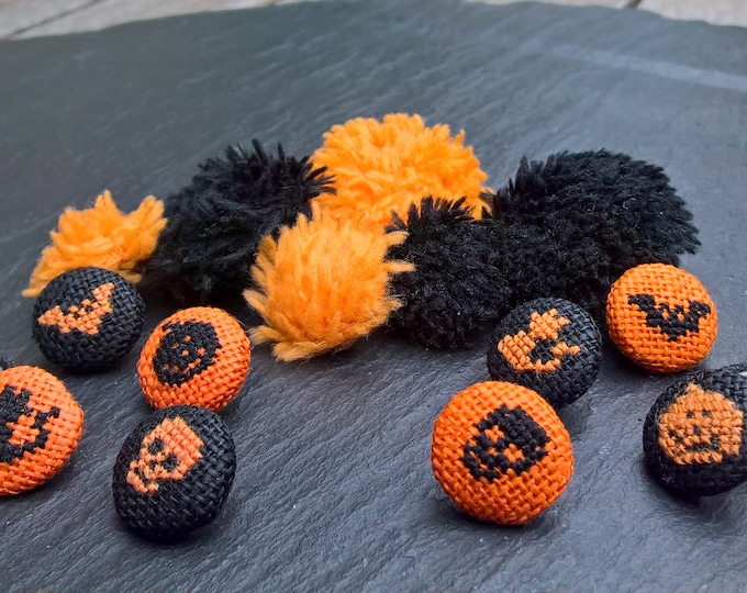 Featured listing image: Halloween embroidered button 13mm