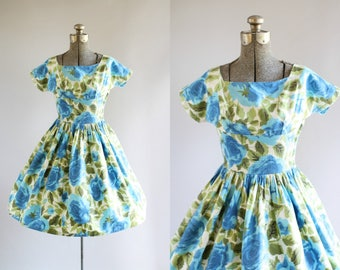 Vintage 1950s Dress / 50s Cotton Dress / Vicky Vaughn Blue and Green Rose Print Dress w/ Shelf Bust XS