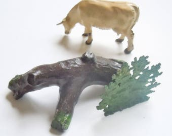 Old Toy Farm / Britains / Johillco  /  Cow and Fallen Log and Shrubbery / Tabletop Landscape
