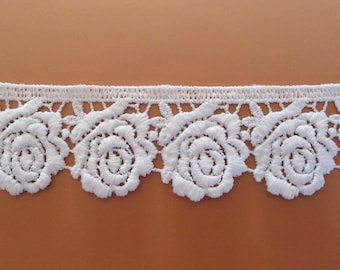 Guipure 3.3 cm Matt white embroidered roses forming
