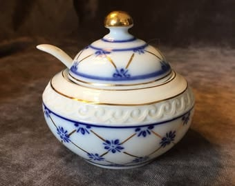 Vintage sugar bowl Wellington Castle royal class porcelain