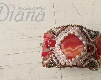 Bracelet with cornelian and pearl. Be gentle