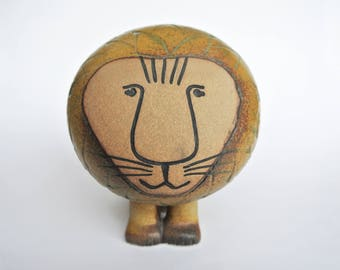 Vintage lion figure designed by Lisa Larson. Made by Gustavsberg, Sweden. large size 5.5 inches high