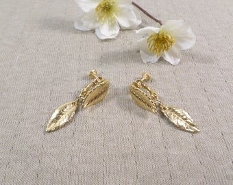 NAPIER! Beautiful Vintage Gold Tone Pair Of Dangle Leaf Clip On Earrings Signed Napier  DL#3297