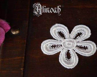 flower pattern white 5.5x5.5 cm guipure lace