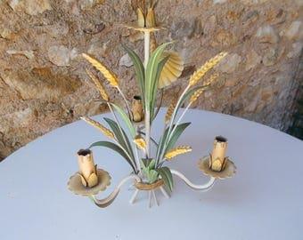 Grand crus Français 3 bras de lustre Toleware. Conception de la gerbe de blé.  Lustre en tole Ware.  Violettes et gerbe de blé.