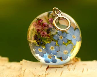 Colorfull Resin Pendant, Bouqet Necklace, Resin Jewelry, Forget-me-not and Heather Pendant, Real Flower Resin. Sphere 3.4 cm. No Chain.