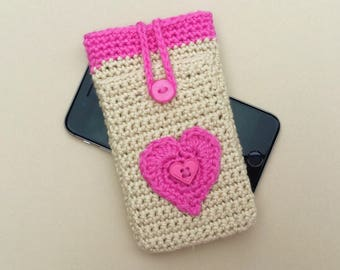 Phone sleeve with earbuds pocket / heart iPhone 8 pouch / iPhone 7 sleeve / crocheted iPhone 6 pouch / iPhone 6s sleeve.