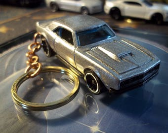 custom made keychain,1968 chevy copo camaro coupe,metallic silver w/chrome rims on black mags/hand made chain and jump rings-mint