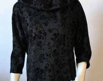 Blouse with wide neck. Blush with wide neck