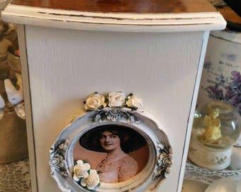 Big box year 60 weathered white antique Shabby chic style
