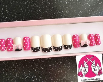 Minnie Mouse Disney Inspired Hand Painted False Nails | Little Nail Designs