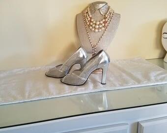 vintage shoes vintage silver pumps 1980s vintage chandlers shoes ladies size 9 pumps