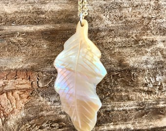 Leaf shell necklace