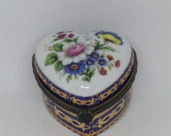 Heart Floral Pill box, Blue Gold Trinket Box, Royal Blue and Gold Trinket Box, Jewelry Box, Heart Pill Box, Trinket Box, Collectible Box