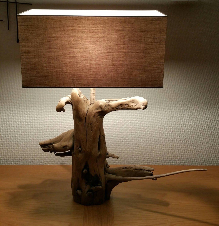 Lampe en bois flott originale de part sa forme for Creer sa lampe en bois flotte