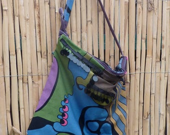 COLORFUL shoulder bag in psychedelic cotton fabric.