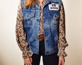 1980's vintage acid wash retro light denim vest with Olympia Beer embroidered patch size small / medium