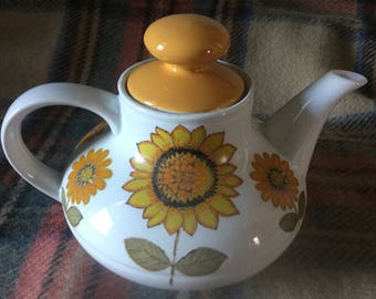 Alfred Meakin Sunflower Teapot and side plate