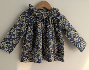 Blouse / tunic with long sleeves and frill collar - liberty betsy Sapphire