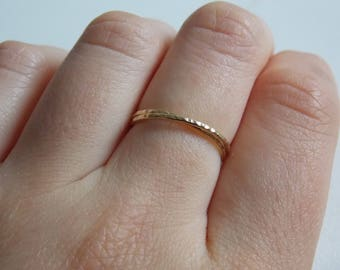 Yellow gold fine and modern hammered ring with 2 interlace rings.