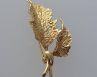 14K Yellow Gold Two Leaf Pin/Brooch circa 1950 naturalisticaly Cast