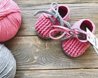 Pink Baby mocassins Baby reveal box Baby moccasins Baby uggs Baby moccs Baby sandals Cute baby clothes Crochet baby booties Baby socks Baby