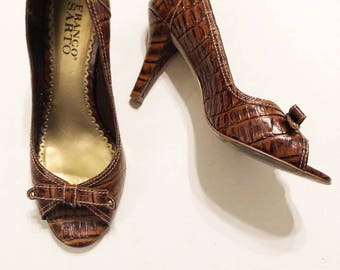 Franco Sarto   Vintage 1990's Light Brown Leather Peep Toe Bow Heeled Pumps / Crocodile Skin Texture High Heels